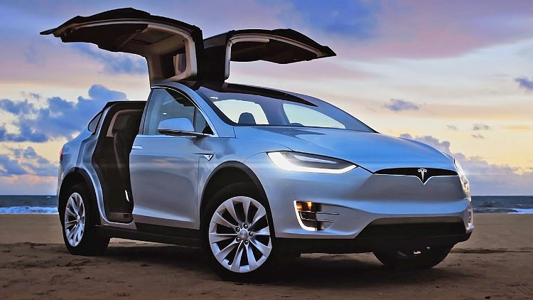 f810a582a4 Tesla Model X